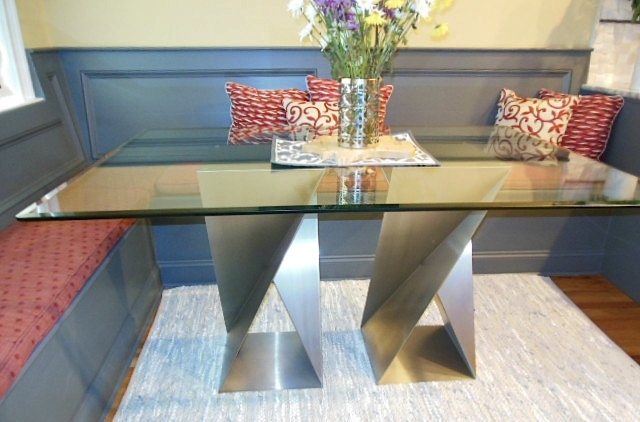 twist base rectangle table in the livingroom